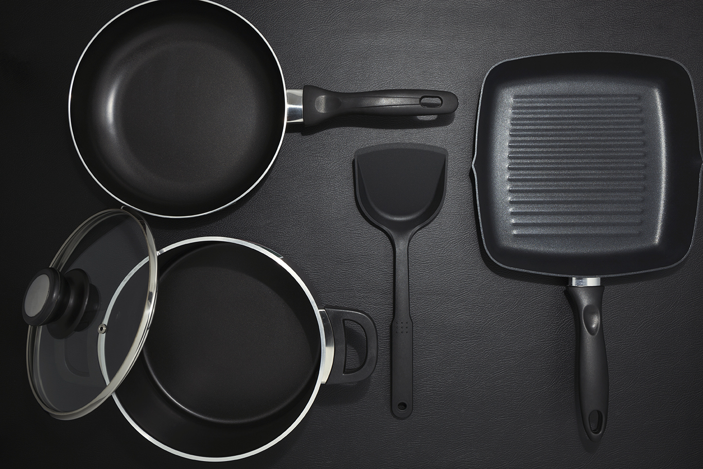 a picture guide to packing pots and pans. Black Bedroom Furniture Sets. Home Design Ideas