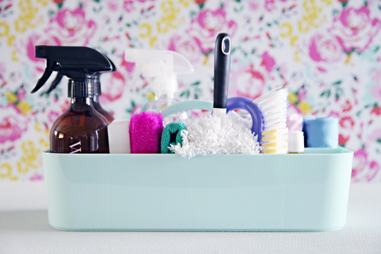 Organized_Cleaning_Caddy_1