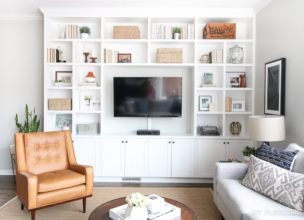 Creative ways to display your tv so it 39 s not an eyesore - Living room built ins ...